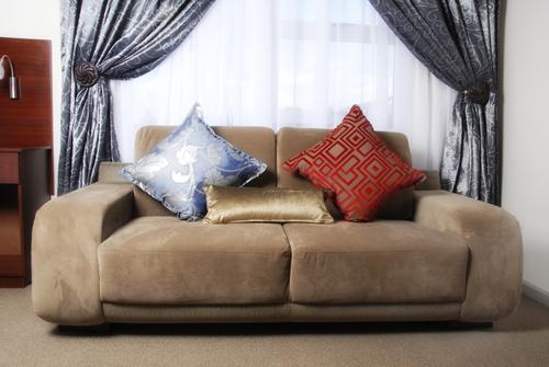 Перетяжка дивана в исскусственную замшу